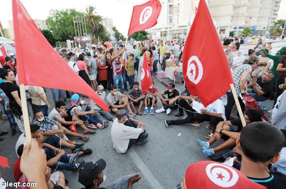 """السبسي.. تونس مستهدفة في أمنها واستقرارها من قبل """"أطراف"""""""