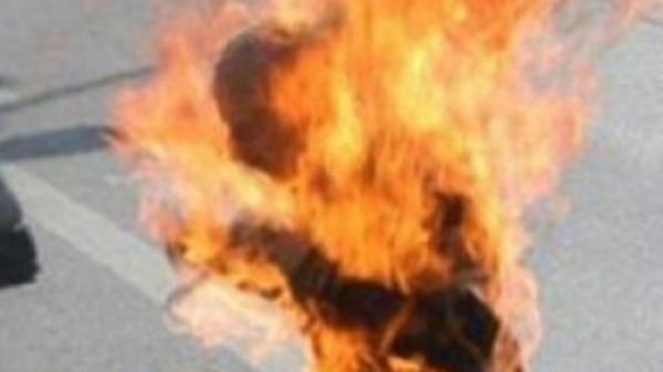 كهل يحرق نفسه بباجة التونسية