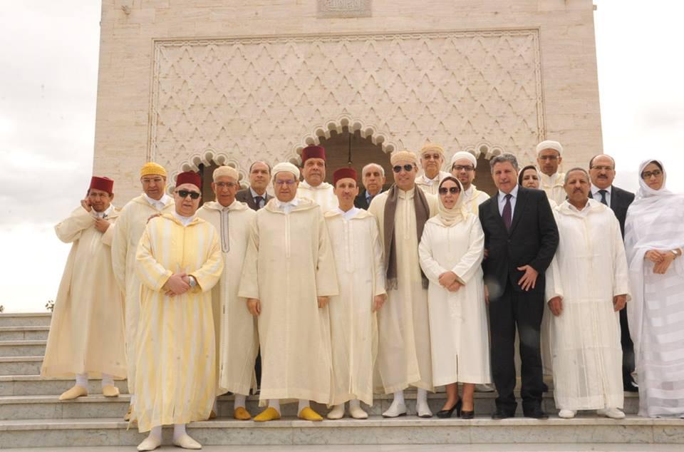 زعماء سياسيون يترحمون على قبر الراحل الحسن الثاني