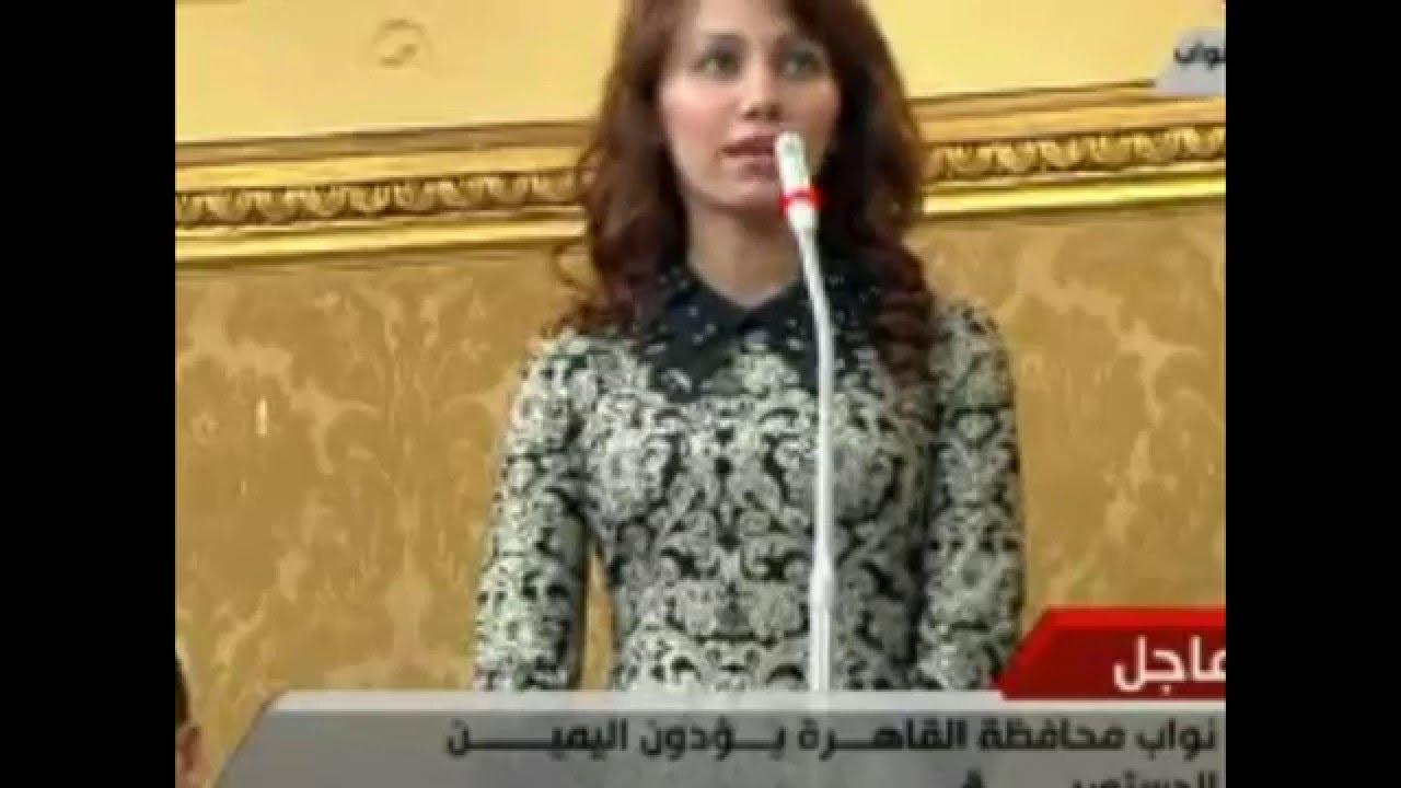 موقف كوميدي لأصغر نائبة في البرلمان المصري في أول الجلسات