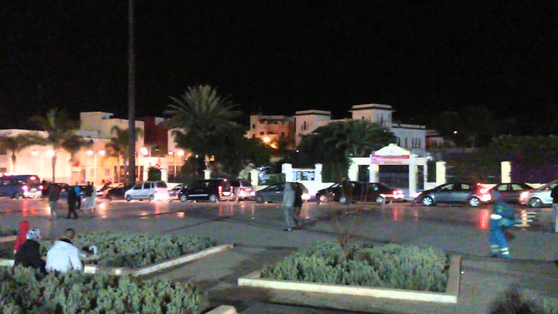 لحظة خروج المواطنين إلى الشارع بعد هزة ارضية بالحسيمة