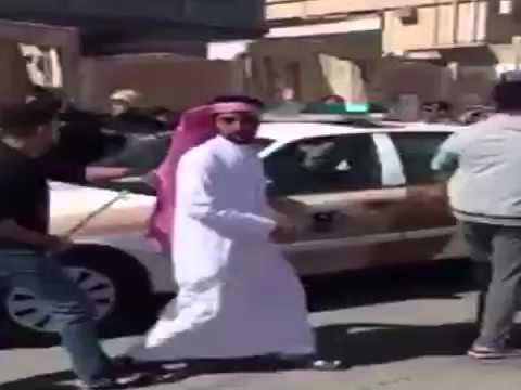 لحظة القبض على مشتبه به في تفجير مسجد السعودية