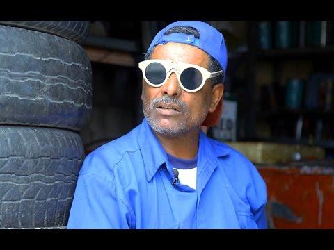 كفيف تغلب على إعاقته ليعمل ميكانيكي سيارات