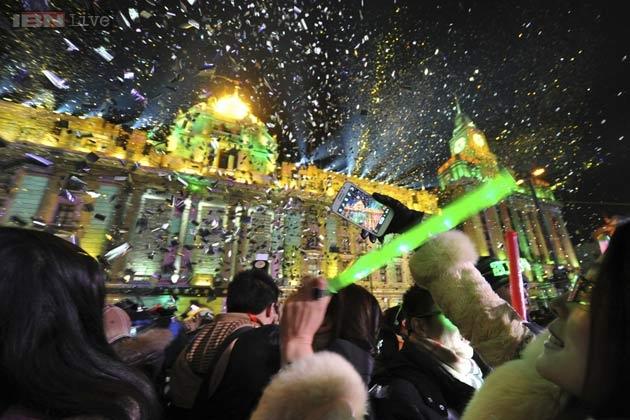 الملايين في العالم احتفلوا بالعام الجديد على الرغم من التهديد الارهابي