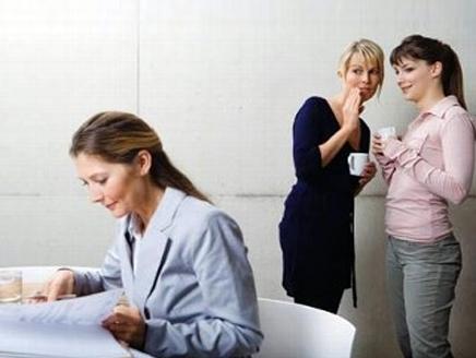 """ما هو تأثير """"القيل والقال"""" في مكان العمل؟"""