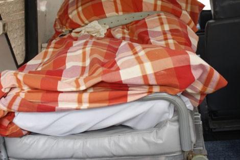 غريب: المغربية التي دفنت حية تفارق الحياة بسطات، وتعود إلى قبرها من جديد