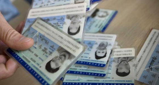 النواب الفرنسيون يصوتون على ادراج اسقاط الجنسية في الدستور