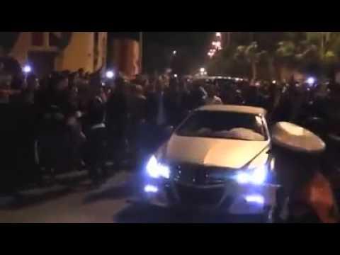 الملك محمد السادس يتجول بسيارته دون بروتوكول وسط مدينة العيون