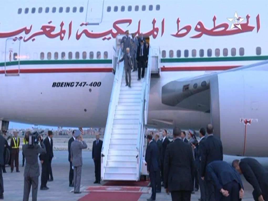 لحظة وصول الملك محمد السادس لمدينة العيون