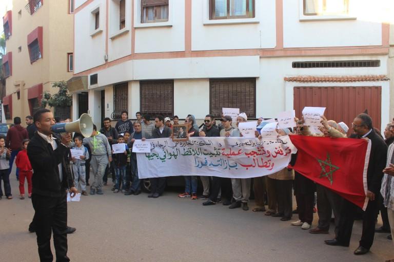 """خطير: ساكنة حي """"الرجاء في الله"""" بالرباط تحتج على شركة"""" اتصالات المغرب"""" وتتهمها بتهديد صحتهم"""