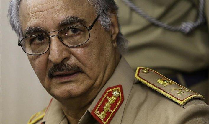 السيسي يقول التدخل العسكري في ليبيا خطير وينصح بدعم حفتر