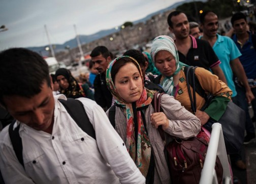 إغلاق طريق البلقان بالكامل وآلاف اللاجئين يحاصرون في اليونان