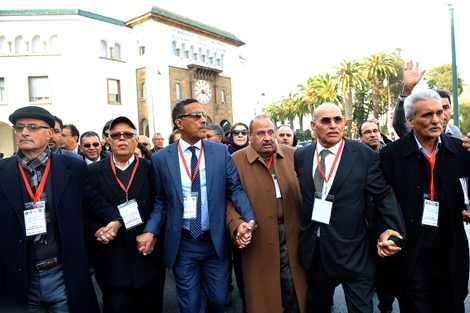 خمس مركزيات نقابية تعلن عن تنظيم مسيرة وطنية ضدا على حكومة بن كيران