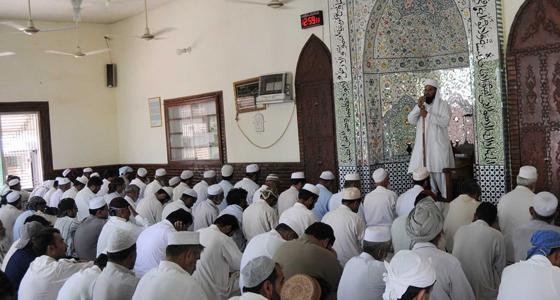 خطباء المساجد بالجزائر ينقبلون على التحكم الديني لنظام بوتفليقة