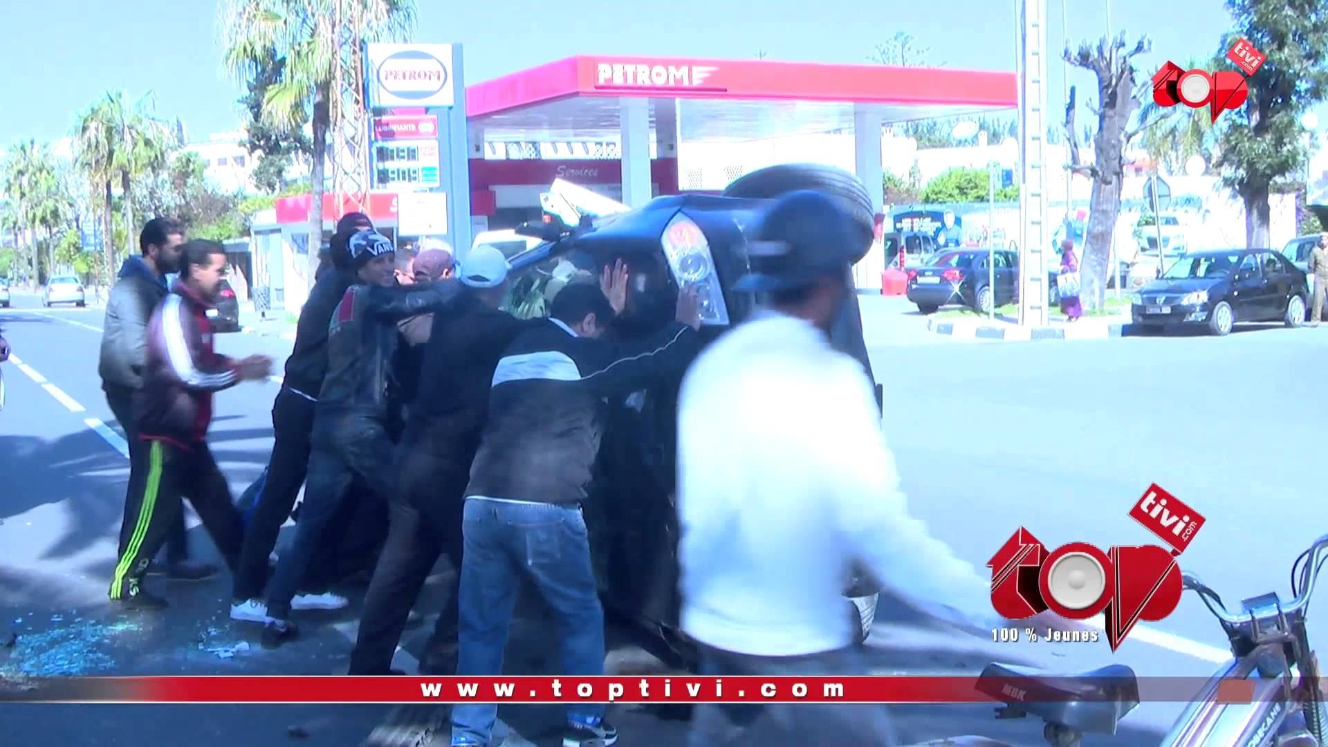 نجاة سائق بأعجوبة بعد إنقلاب سيارته الهوليودي !