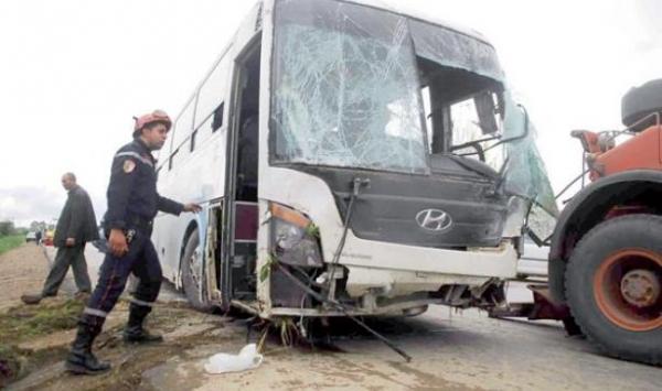 اصطدام حافلة بسيارة بطانطان واصابة 41شخص ومصرع شخصين