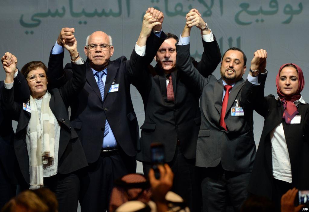 المجلس الرئاسي الليبي يصل طرابلس للتمهيد لعمل حكومة الوحدة