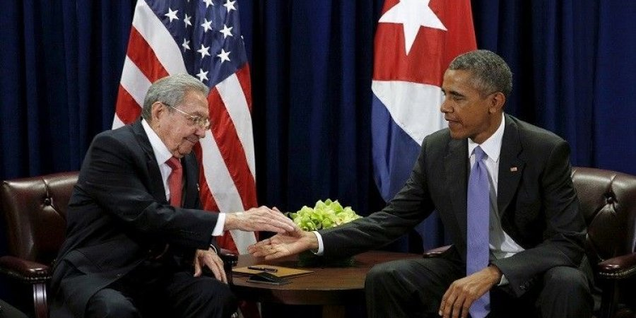 أوباما يقابل راؤول كاسترو في قلب هافانا الثورية