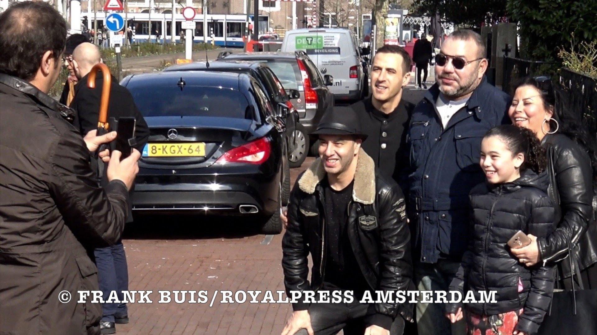 صور وفيديوهات الملك يتجول بدون بروتكول بهولندا توجه الضربة القاضية لبوتفليقة المريض