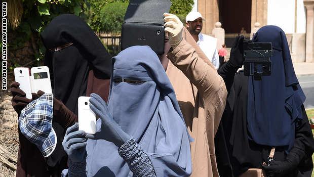 المرٱة المغربية ليست في حاجة لعيد ولكن لثورة ضد الدواعش!