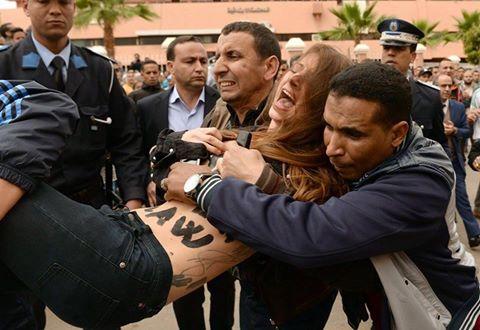 """المغرب يطرد ناشطتين من """"فيمن"""" بغاو يتضامنو مع """" زواملـــ…"""" بني ملال"""