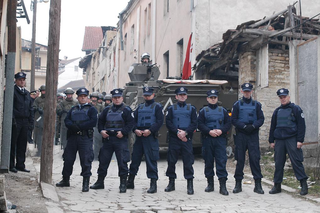 إلقاء قنبلة يدوية قبل مؤتمر انتخابي لرئيس وزراء صربيا في كوسوفو
