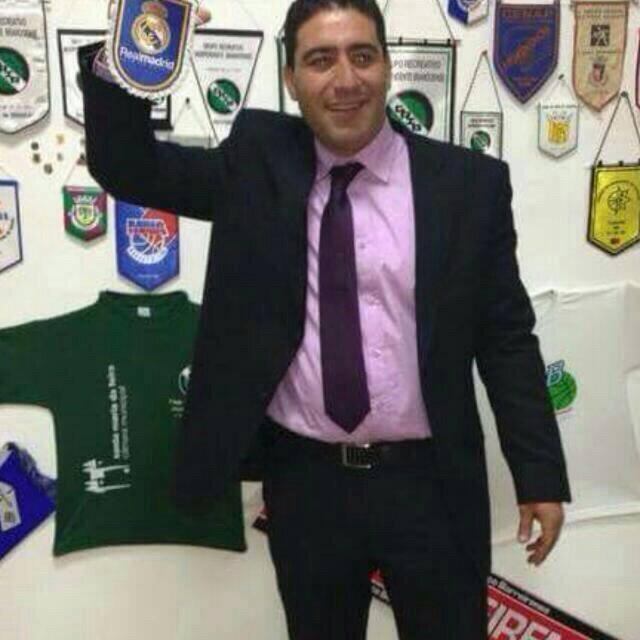 طارق بلكوط يحتفل بالمنتخب الوطني لكرة القدم