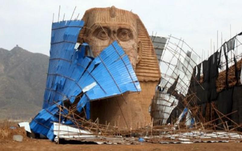 """مصر تنتصر على الصين وتدمر تمثال """"أبو الهول"""" المزيف"""