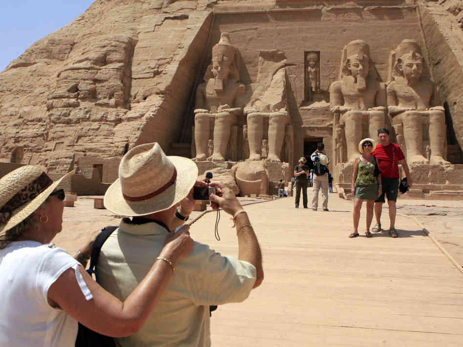 بوتين : على مصر  أن تتخذ اجراءات لضمان أمن السياح
