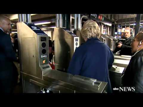 هيلاري كلينتون تتعرّض لموقف محرج في محطة المترو