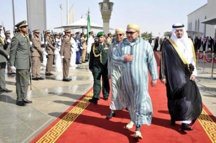 الملك يغادر السعودية بعد المشاركة في أشغال القمة المغربية- الخليجية