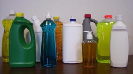 انتبهوا……مواد التنظيف أكثر خطرا من الأوساخ التي تزيلها.