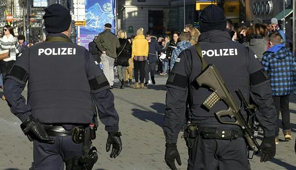 """مراهقة مغربية تطعن شرطيا ألمانيا على صلةبتنظيم """"داعش"""" الإرهابي"""
