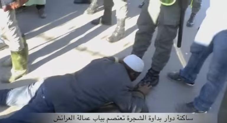 بالفيديو.. الحُكرة تجعل مواطنا من العرائش يُقبِّل حِذاء أحد أفراد القوات الأمنية