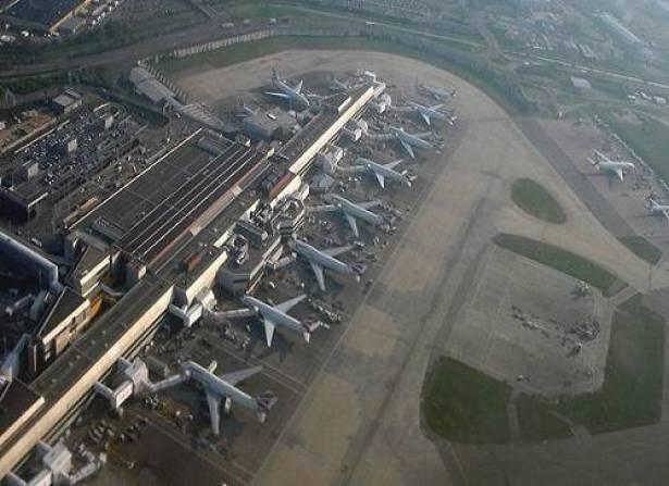 طائرة ركاب تصطدم بجسم يعتقد انه طائرة مسيرة في سماء لندن