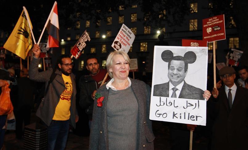 محتجون يطالبون بإسقاط الحكومة في مصر بعد اتفاقية مع السعودية