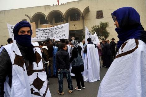 شوفو بسالة فين وصلات…نشطاء اوربيون بغاو يستغلوا اكديم ازيك لاثارة الفتنة لكن المغرب عاق بهم