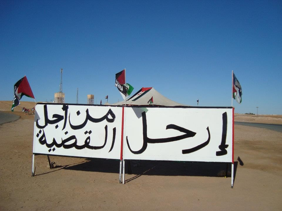 نايضة في تندوف: الصحراويون يطالبون بفك حصارهم والعودة الى المغرب وحالة تأهب قصوى مخافة النزوح الجماعي نحو الصحراء