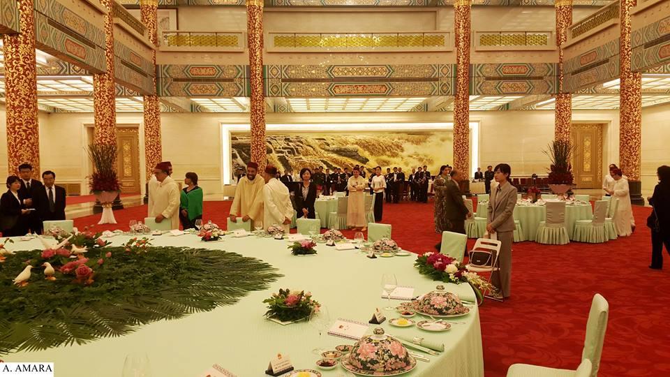"""وزير مغربي يصور """"الياس العماري"""" في حفل عشاء حضره الملك والرئيس الصيني"""