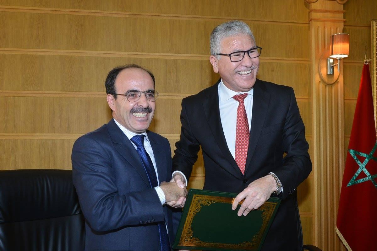 الياس العماري يوقع مع الحسين الوردي اتفاقية لتحسين جودة مركز الايكلوجيا بالحسيمة