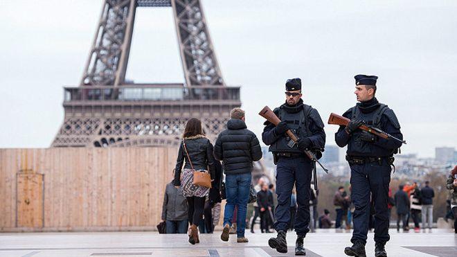 البرلمان الفرنسي يمدد للمرة الثالثة حالة الطوارىء المفروضة منذ اعتداءات باريس