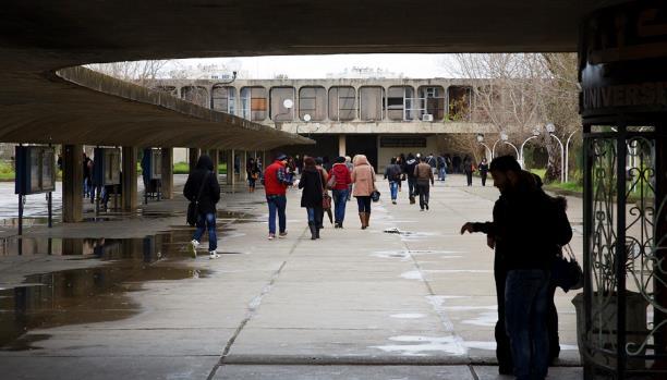 الجامعة الجزائرية: أساتذة رُقَباء وطلبة مُخبرون