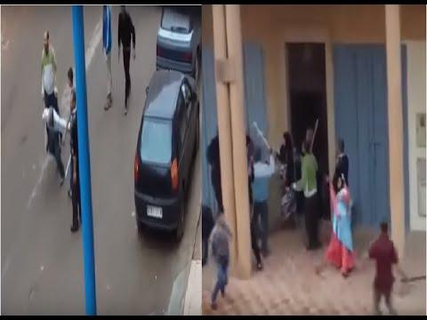 السيبة هادي..بالفيديو..عصابة من الشباب بالعصي يهاجمون النساء أمام منزلهم