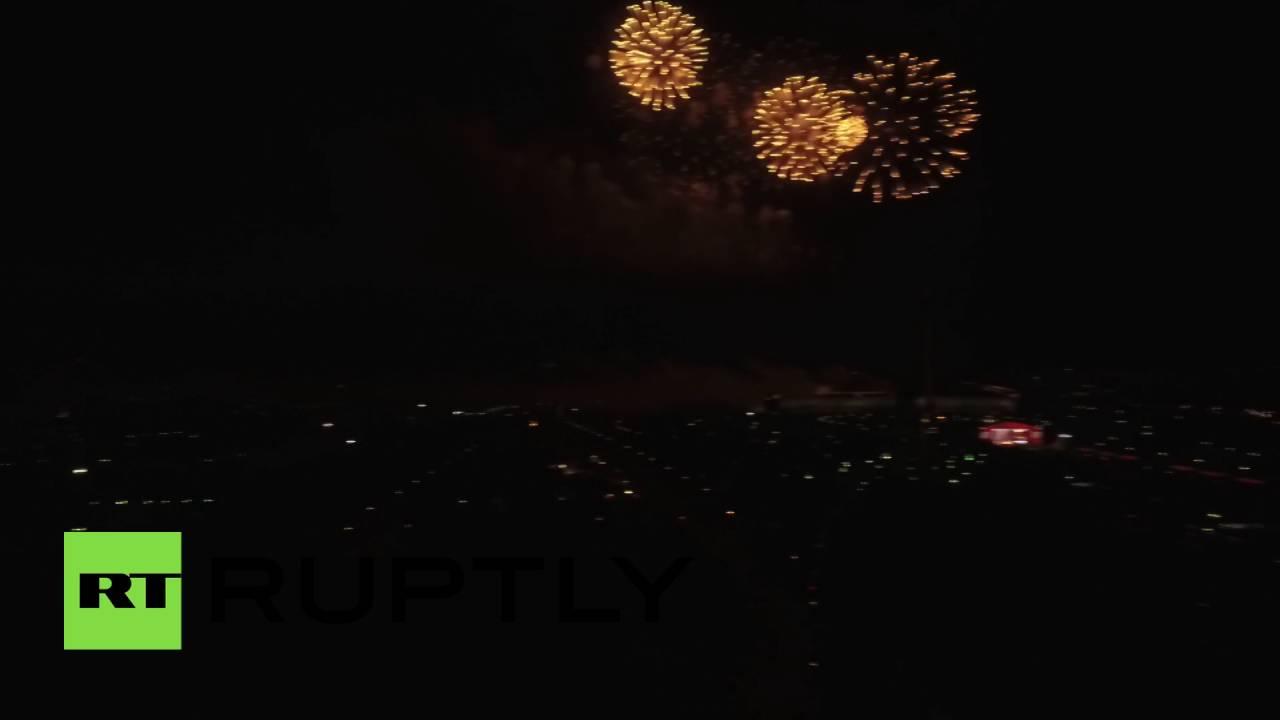 طائرة من دون طيار تصور ألعاب نارية في موسكو بمناسبة عيد النصر