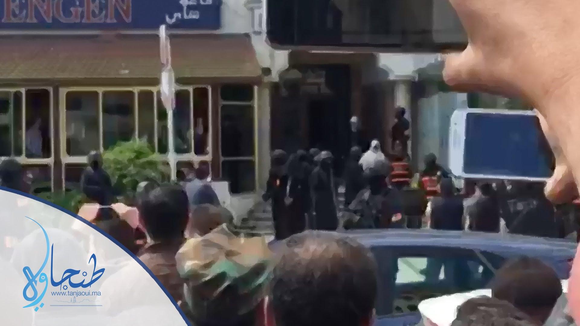 لحظة اعتقال الإرهابي بمدينة طنجة وسط تصفيقات المواطنين