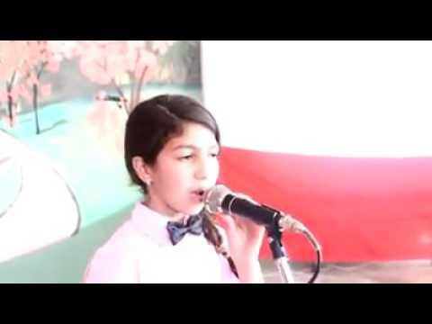 """طفلة مغربية تقرأ قصيدة """"التأشيرة""""  وتخنقها الدموع عند ذكر """"سوريا"""""""
