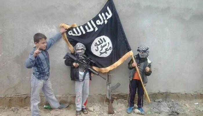 """هولندا تتجه الى وضع القاصرين من أصول مغربية بسوريا في """"لائحة الإرهابيين"""""""