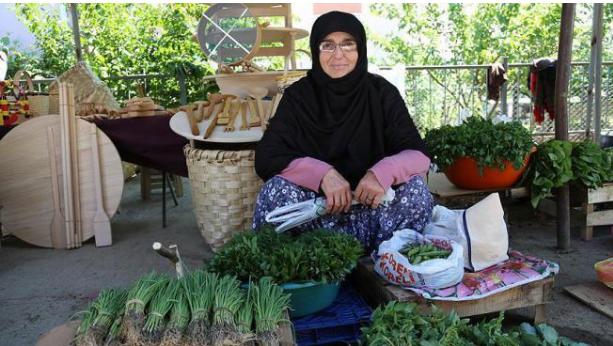 بائعة خضار تفاجأ بتعيين شقيقها وزيراً في الحكومة العدالة والتنمية
