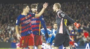 برشلونة يسحق إسبانيول ويقترب من الاحتفاظ بلقب الدوري الإسباني
