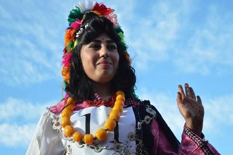 تتويج الشابة فاطمة الزهراء العامري ملكة جمال مهرجان الورود بقلعة مكونة